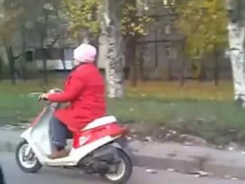 ВЧелнах пенсионерка наскутере без водительских прав устроила ДТП