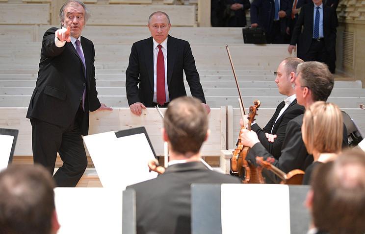 Путин посетил новый концертный зал впосёлке Репино