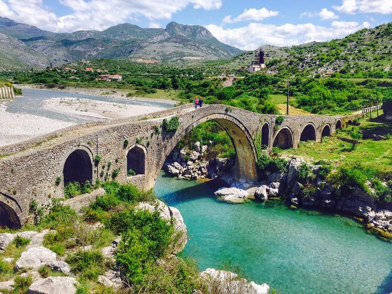 Албания временно отменила визы для граждан России