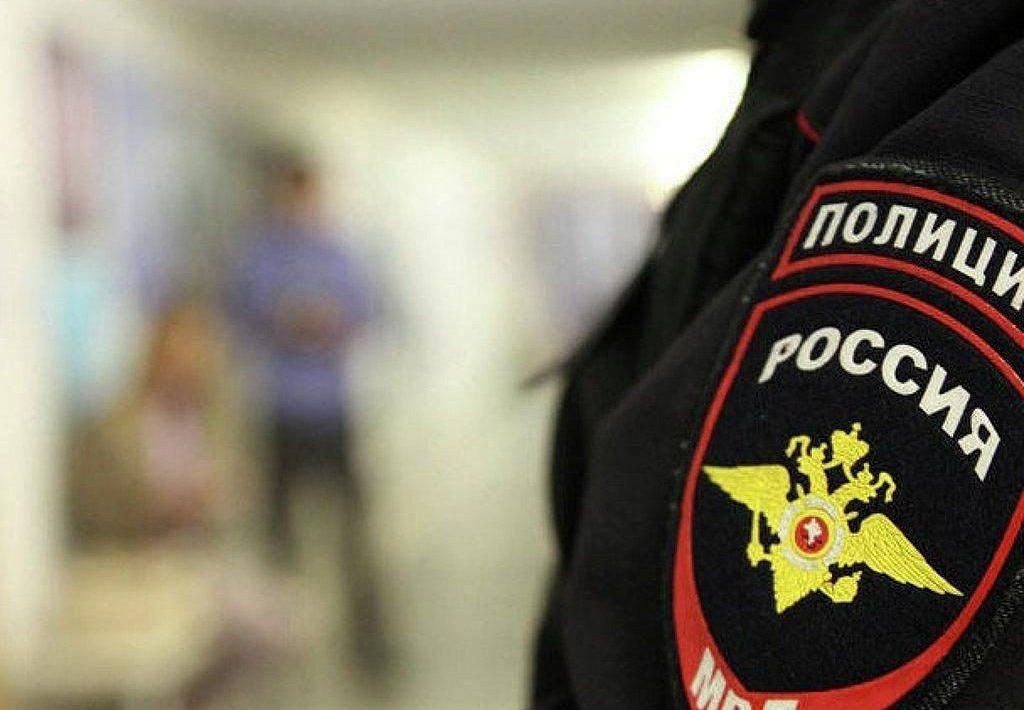 Жительница Петербурга обвинила учителя информатики врастлении сына