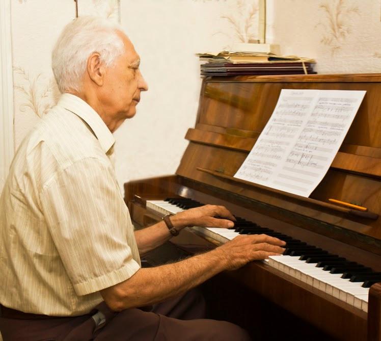 Игра намузыкальных инструментах недает развиться маразму— специалисты