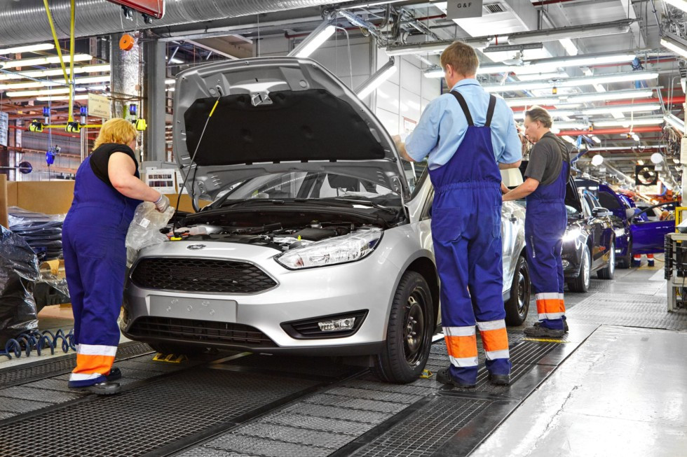 Летом будет приостановлена работа петербургских автозаводов
