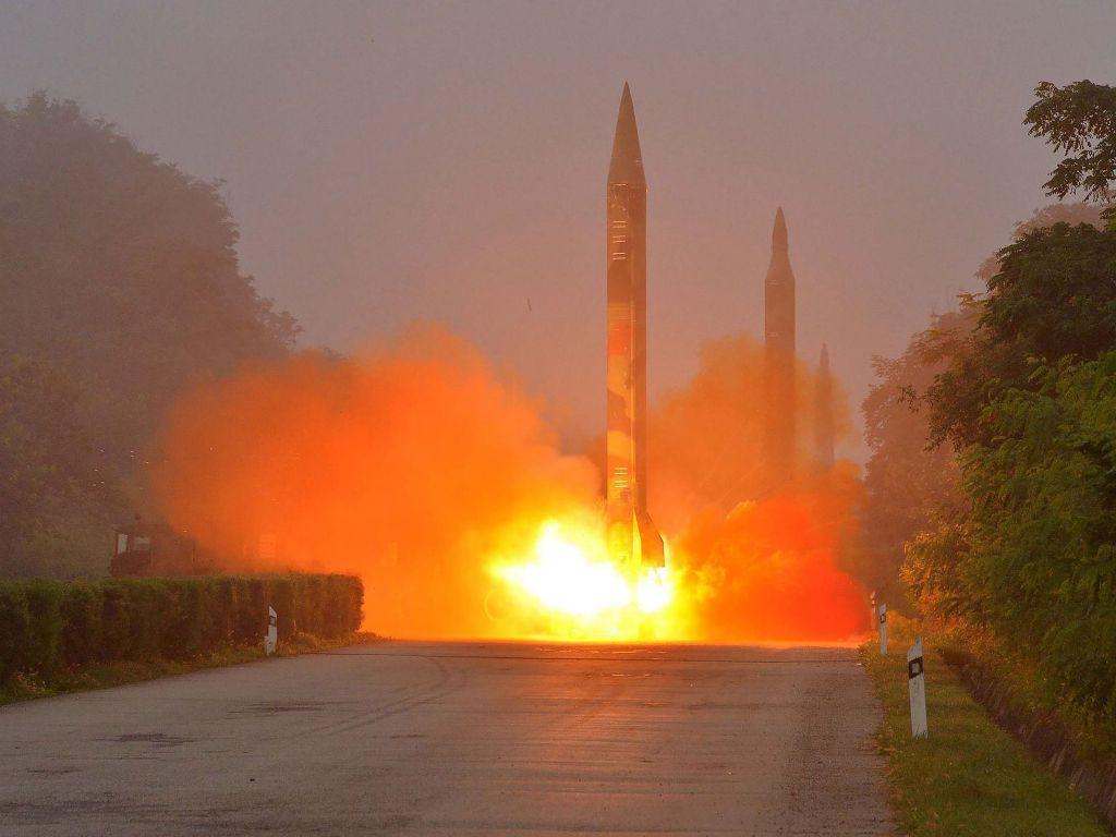 КНДР готовится киспытаниям межконтинентальной баллистической ракеты