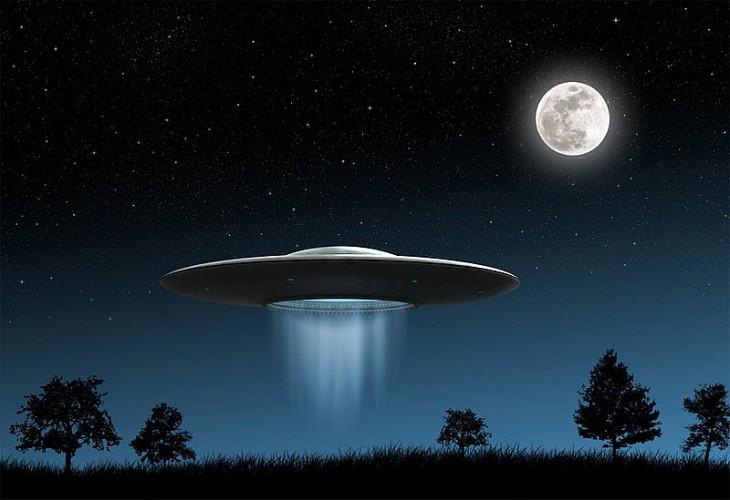 Ученый отметил вночном небе V-образное НЛО