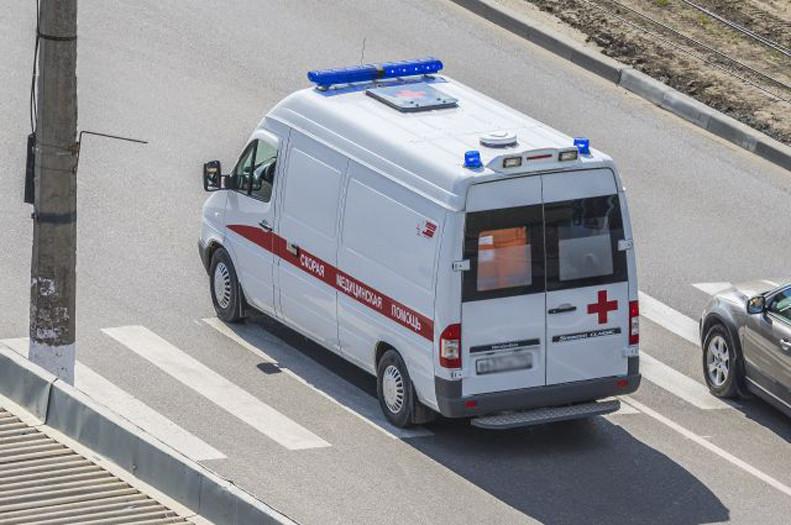 ВВолгограде при столкновении Форд и Рено был сбит натротуаре пешеход