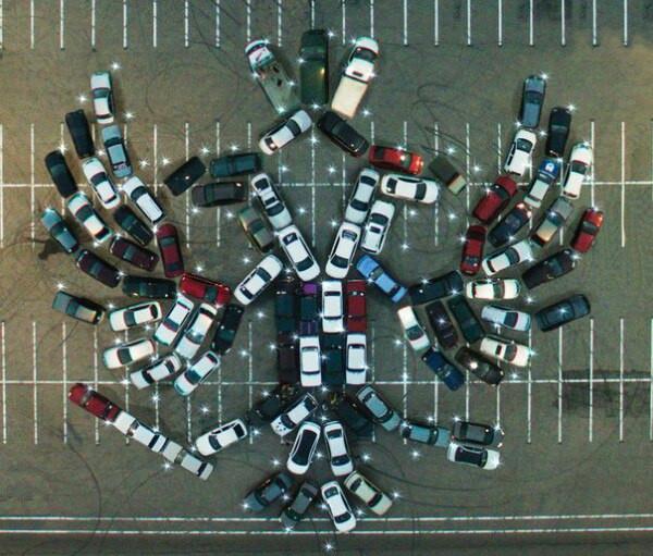 Воронежские владельцы автомобилей отметили День РФ флешмобом