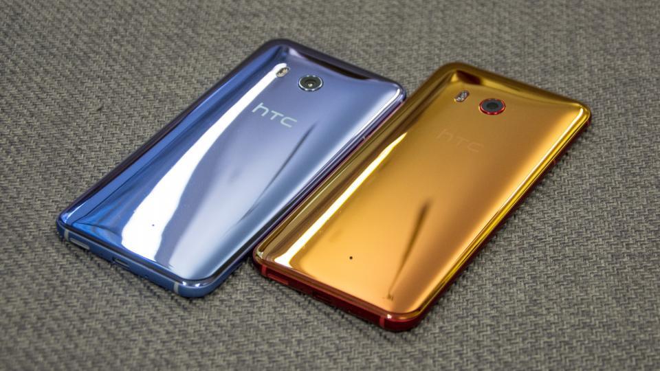 Смартфон HTC U11 проверили напрочность