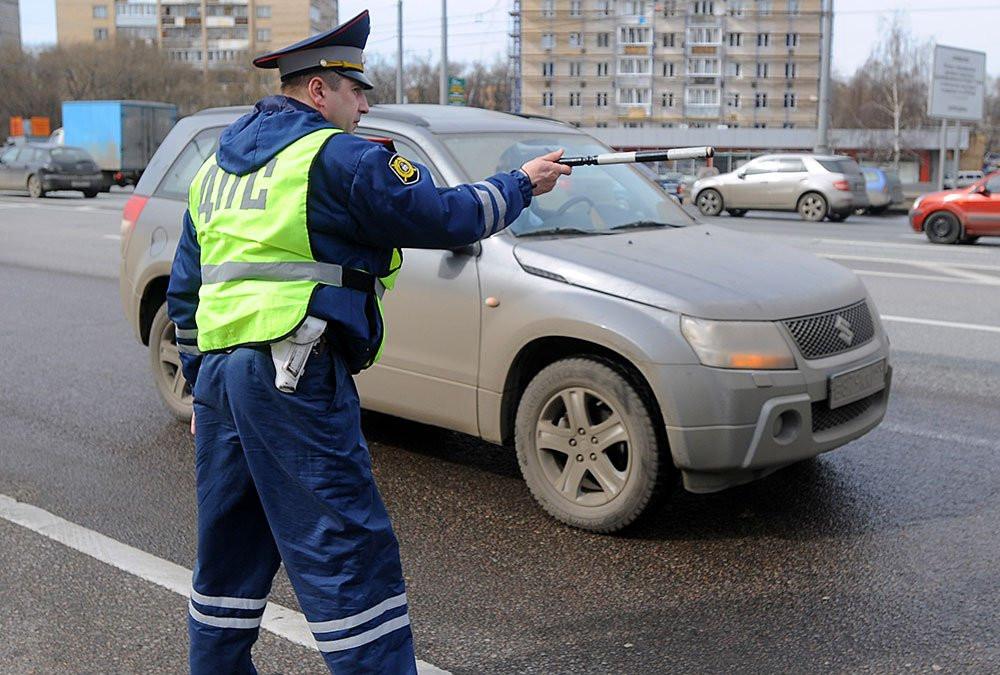 ВКазани пассажиры машины свыключенными фонарями  избили остановившего ихсотрудника ДПС