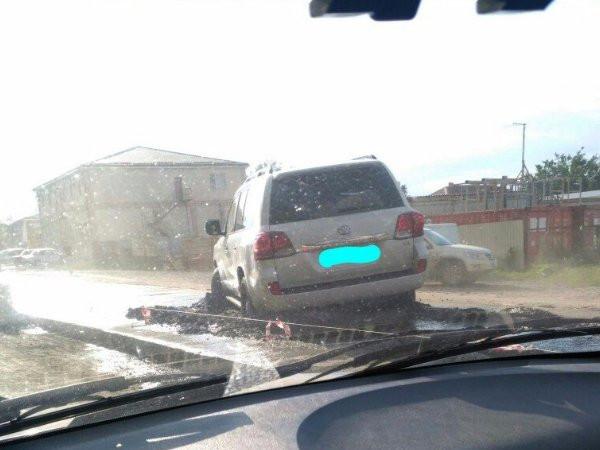 Шофёр «Тойоты» застрял вжидком бетоне наКаскадной