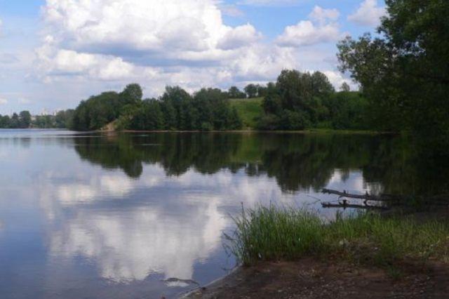 Насевере Прикамья спали школьников, застрявших наплоту вцентре  озера