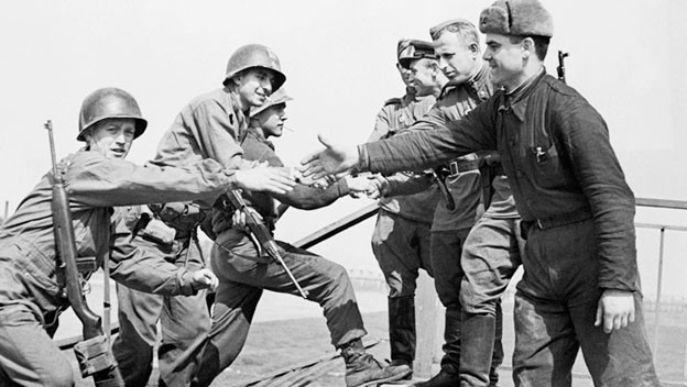 Опрос: жители России убеждены, что СССР победилбы Германию ибез союзников
