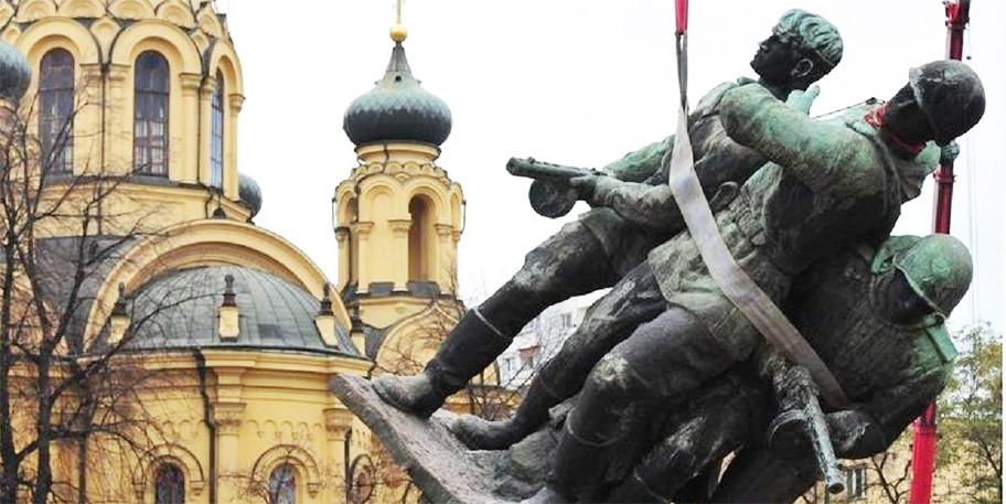 Сейм Польши проголосовал заснос 500 советских монументов