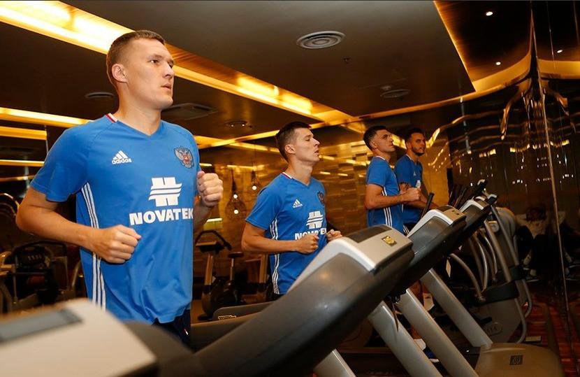 Перед вылетом вКазань сборная Российской Федерации провела тренировку вотеле