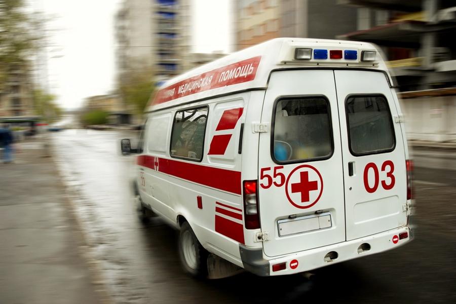 Омичка зарулём кроссовера сдавала назад исбила 3-летнюю девочку