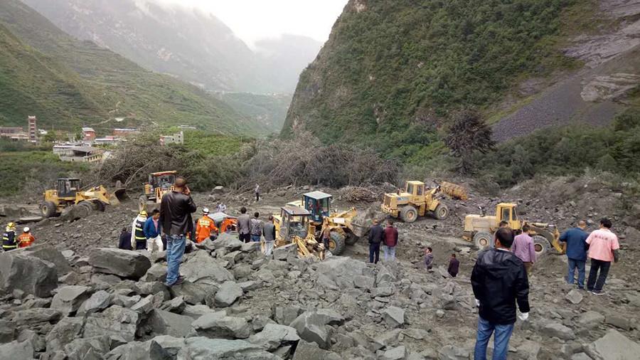 Туристы спаслись откитайского оползня