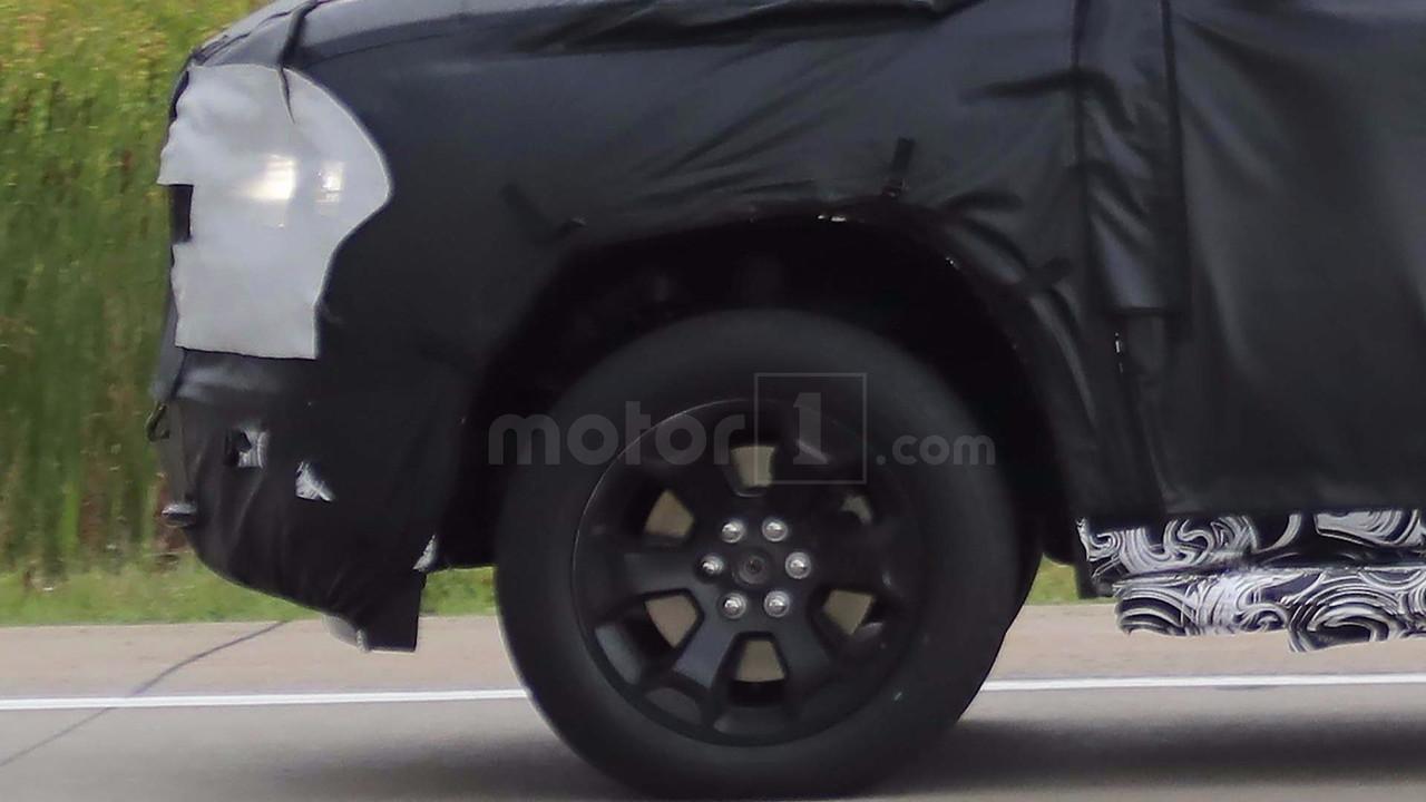 Автомобильные шпионы опубликовали кадры новой модели RAM 1500