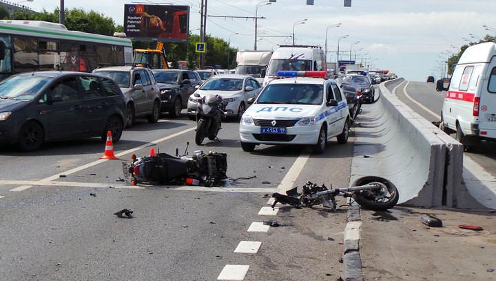 Мотоциклист спассажиром наВаршавском шоссе разбились насмерть, влетев в фургон
