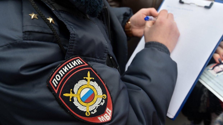 ВПетербургской коммуналке мужчина убил соседа изавернул его тело водеяло