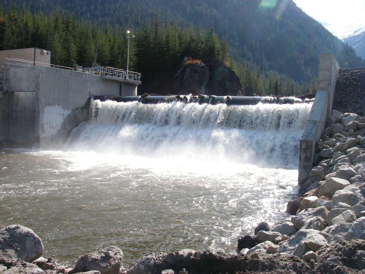 ВГрузии наденьги иностранных инвесторов построили ГЭС