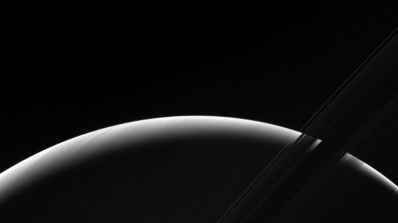NASA поделилось завораживающими фото заката на Сатурне