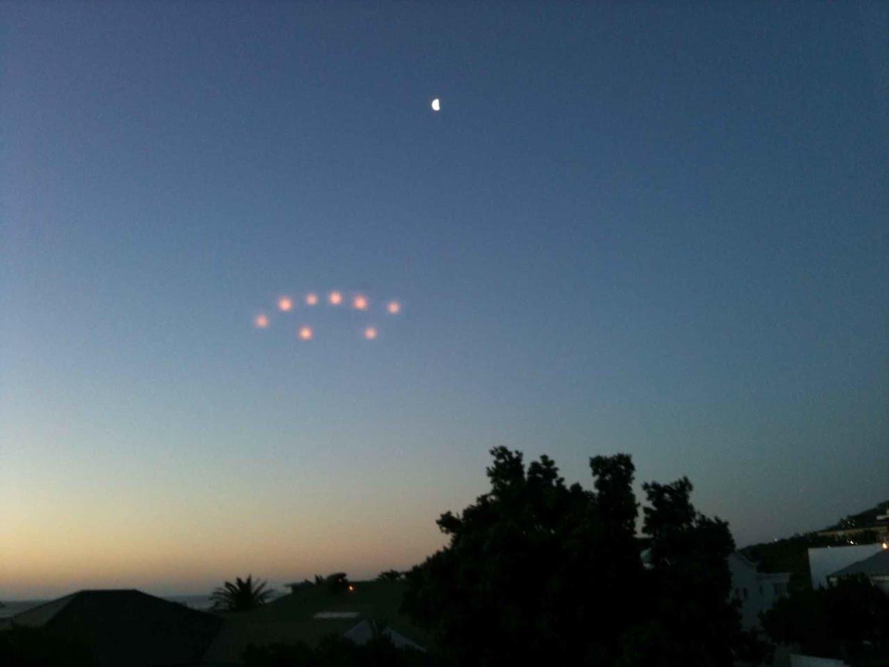 Навидео попали 6 телепортировавшихся НЛО внебе над Голливудом