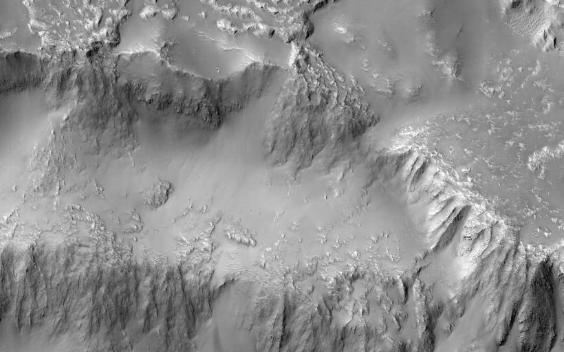 Астрономы вложили вСеть фото лавового «водопада» наМарсе