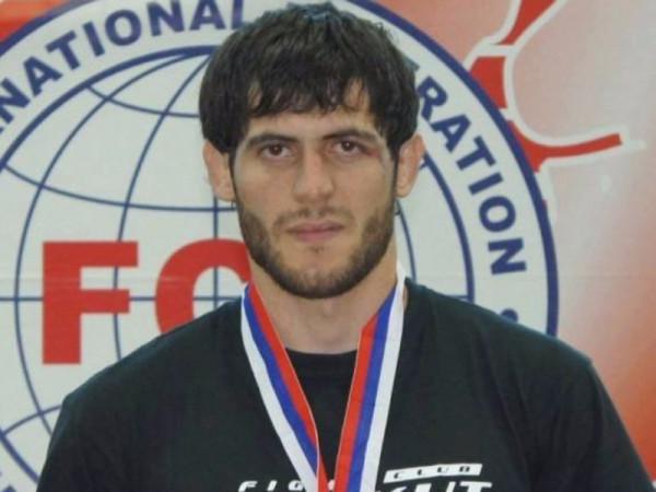 В Брянске полиция отпустила чемпиона мира по ММА, разыскиваемого в Чечне