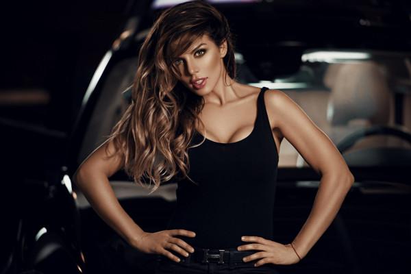 Анна Седокова призывает поклонников помочь ей с названием для новой песни