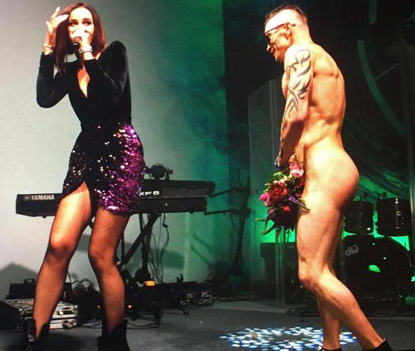 Голый фанат прорвался на сцену к Ольге Бузовой