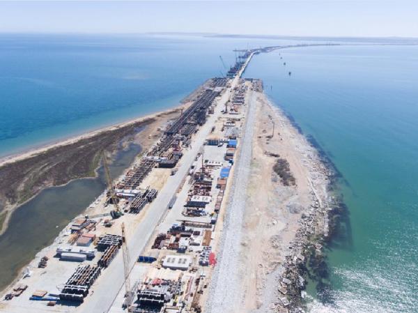 Путин: Крымский мост строят с опережением графика