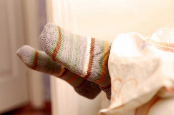 Ученые: Перед сном людям нужно надевать носки