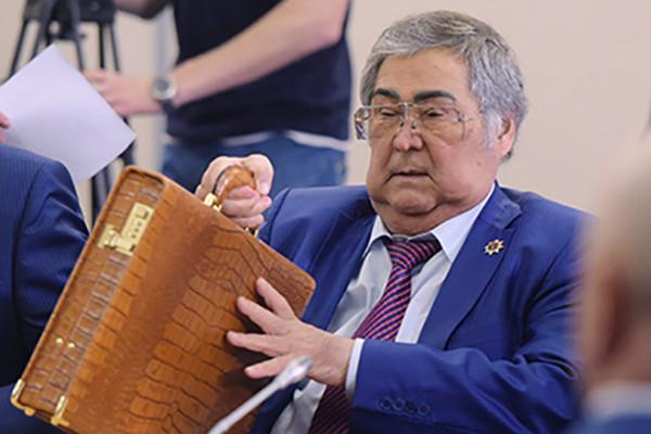 Песков сообщил, что не знает о возможной отставке губернатора Тулеева