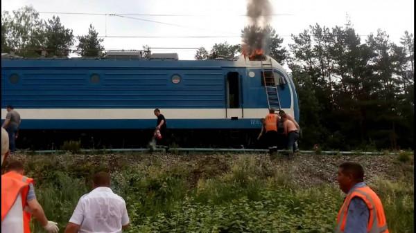 Под Новосибирском на ходу загорелась электричка