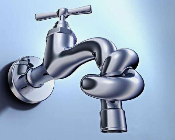 В районах Омска отключили поставку горячей воды из-за миллиардного долга