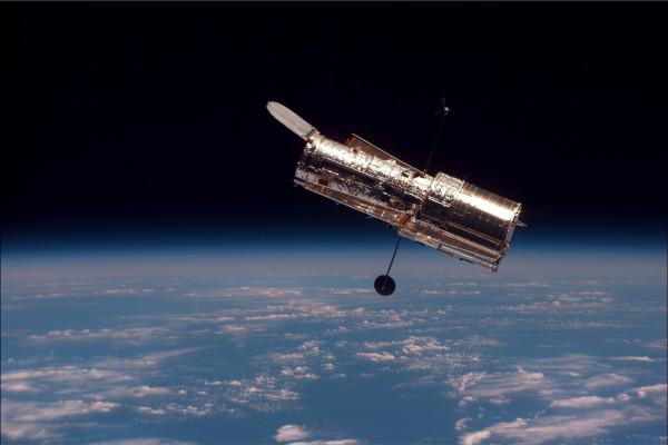 Телескоп Hubble нашел галактику с несформированными звездами