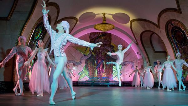 «Ночь русского балета» на станции метро «Новослободская» посетили более 200 человек