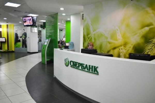 Сбербанк опроверг информацию, что обслуживал голую клиентку