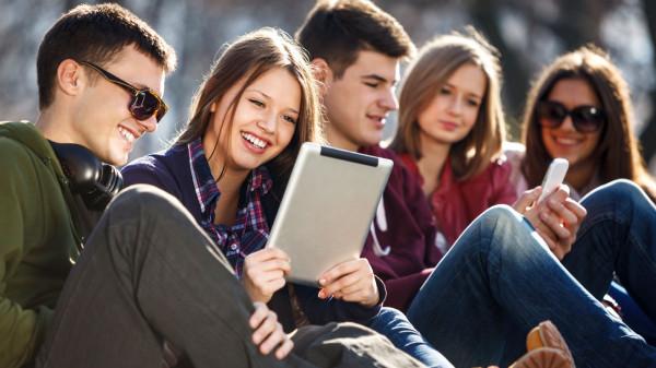 ВЦИОМ определил ценности современной молодежи в России