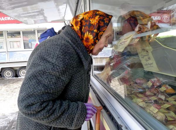 Россияне обнищали: Каждому 10-му не хватает денег на продукты