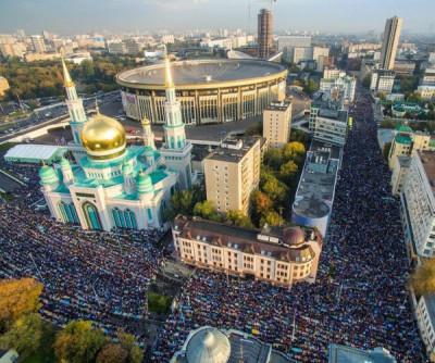 Тысячи людей собрались в Московской мечети по случаю Ураз-Байрама