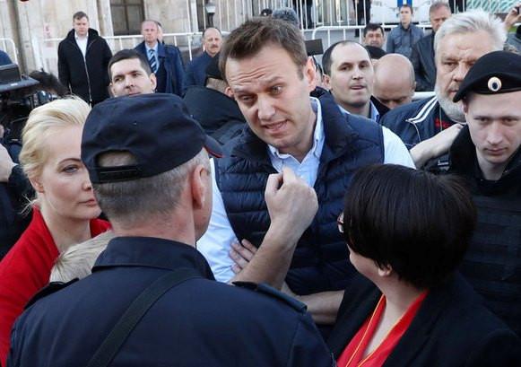 Руководителя штаба Навального воВладивостоке задержали напраздничном шествии