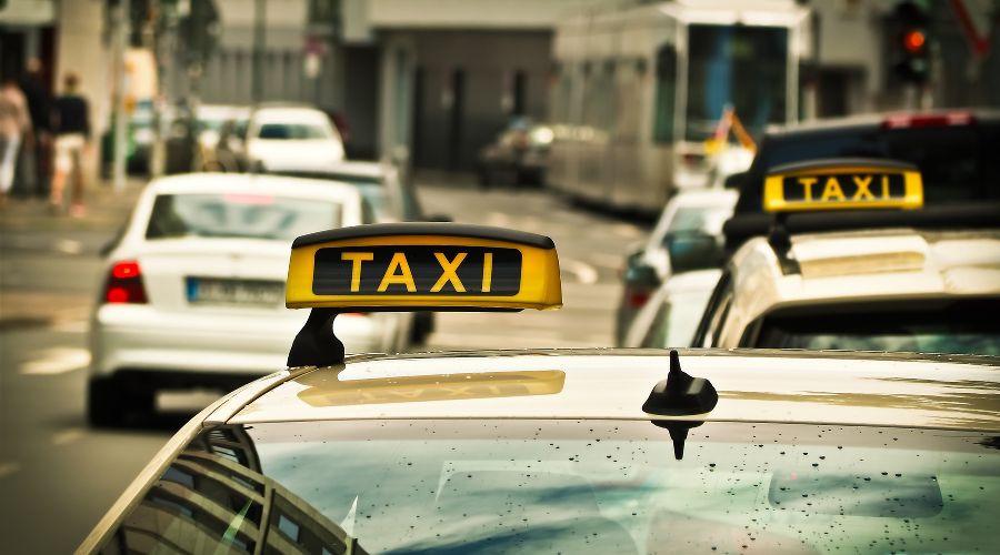 ВРостове-на-Дону двое пассажиров изувечили иограбили таксиста