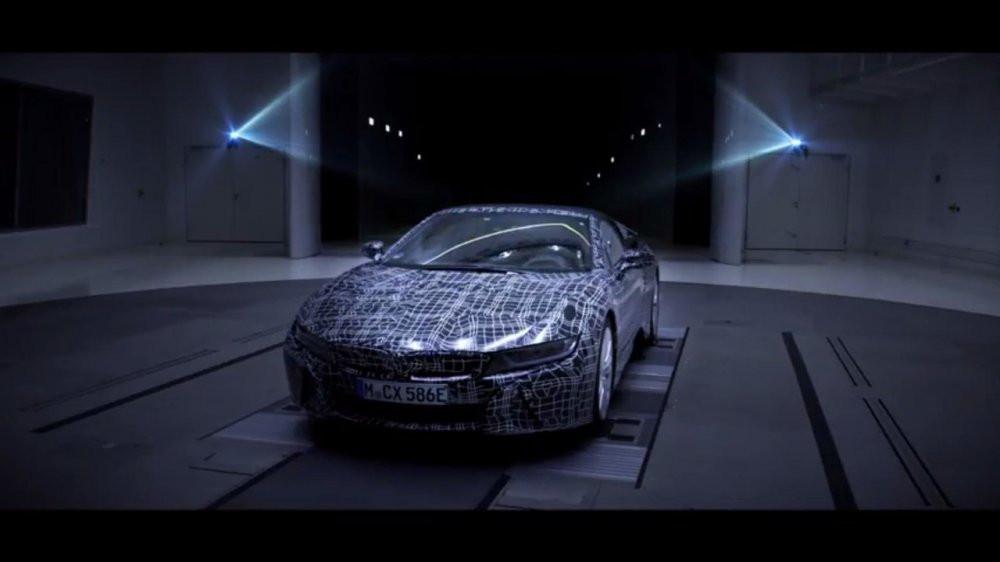 Гибрид BMW i8 Spyder впервые показали на видео