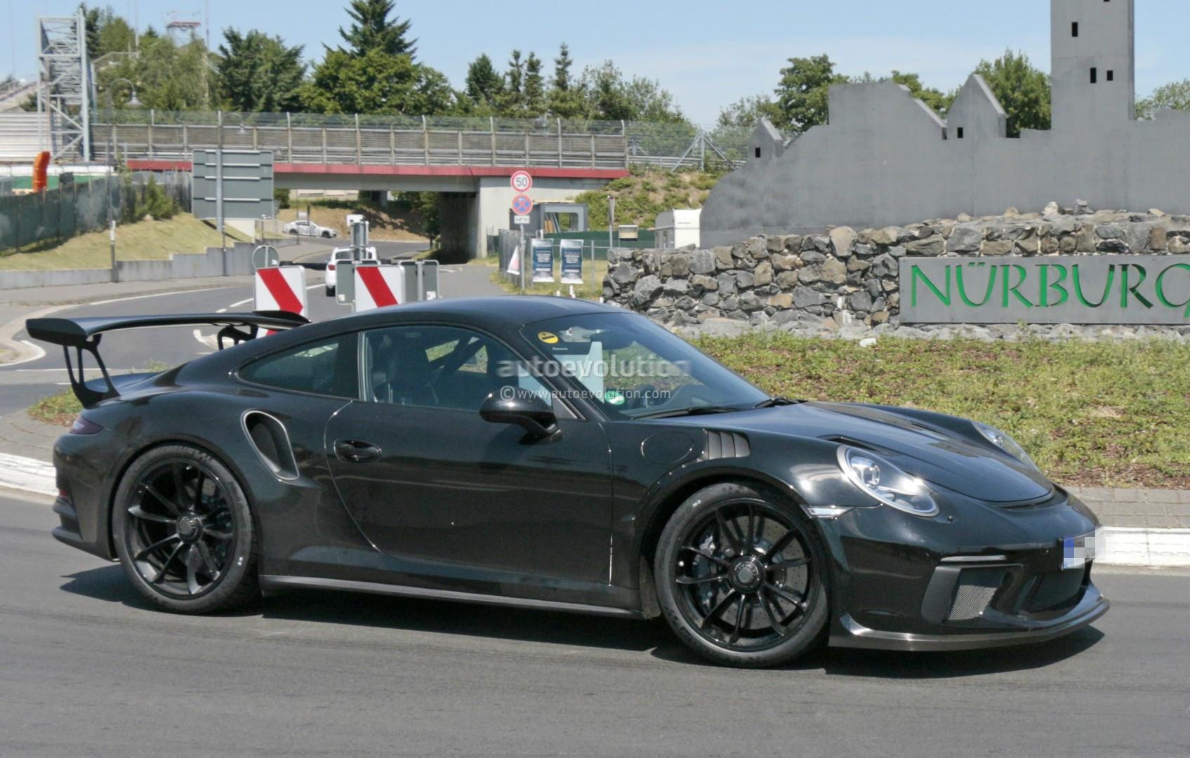 Раритетный спорткар Порше 911 SCполучил нынешние функции