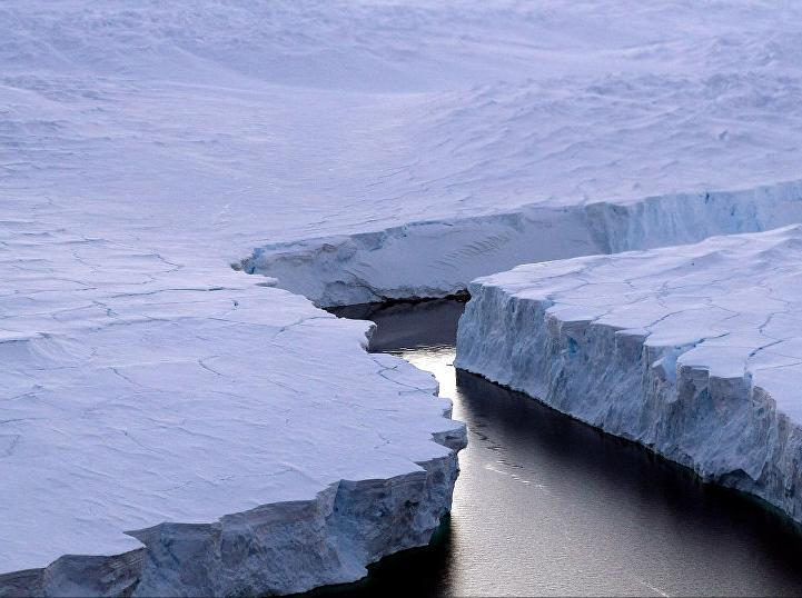 Спутники зафиксировали рождение наибольшего айсберга вмире