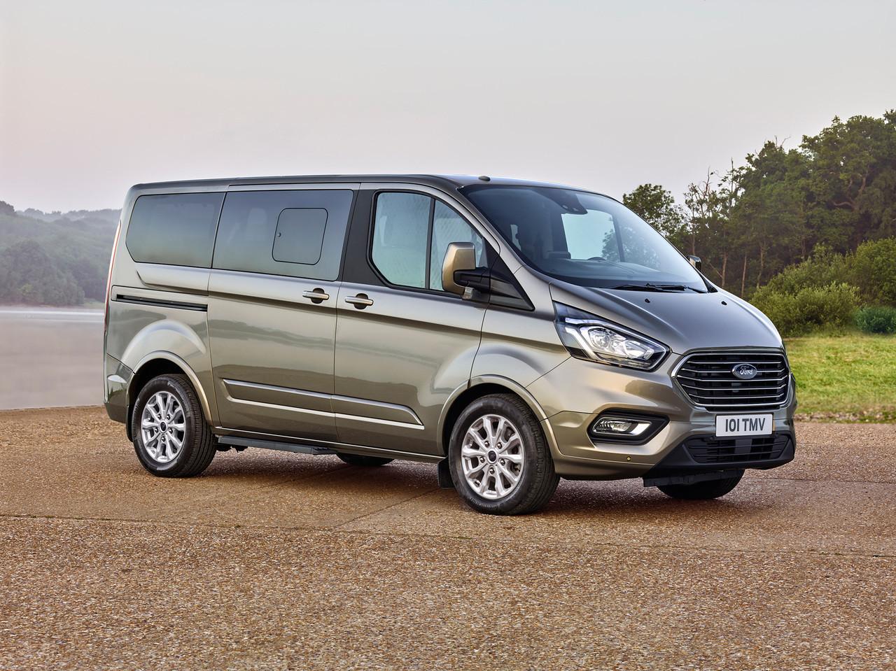 Компания Форд презентовала новейшую версию минивэна Tourneo Custom