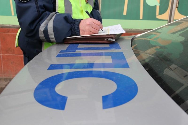 Трое наавтомобиле Мазда порубили тесаком капот Субару — Разборка наМКАД