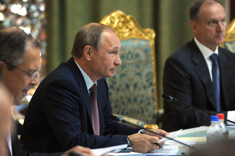 ВГамбурге проходит встреча Владимира Путина, Меркель иМакрона