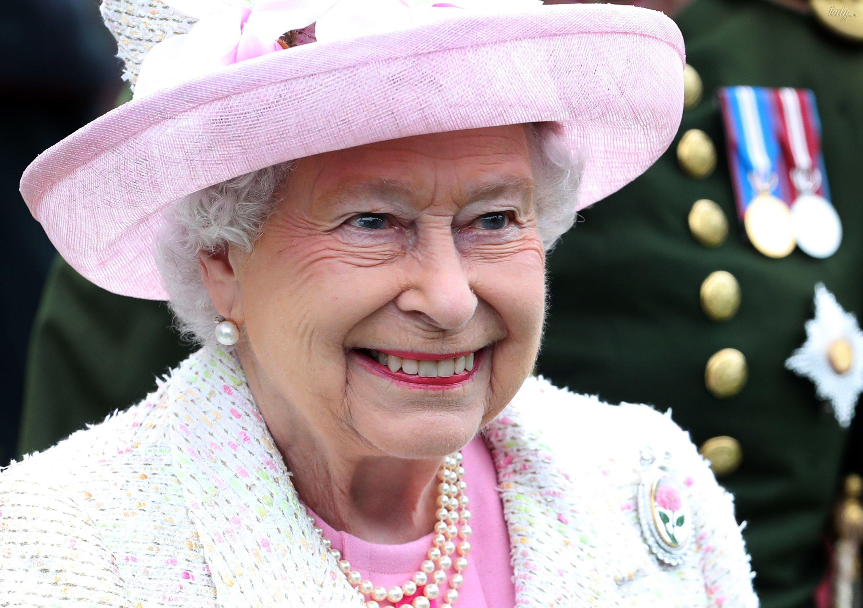 Картинки по запросу 11. Королева Елизавета запретила принцу Гарри жениться на МеганМаркл.