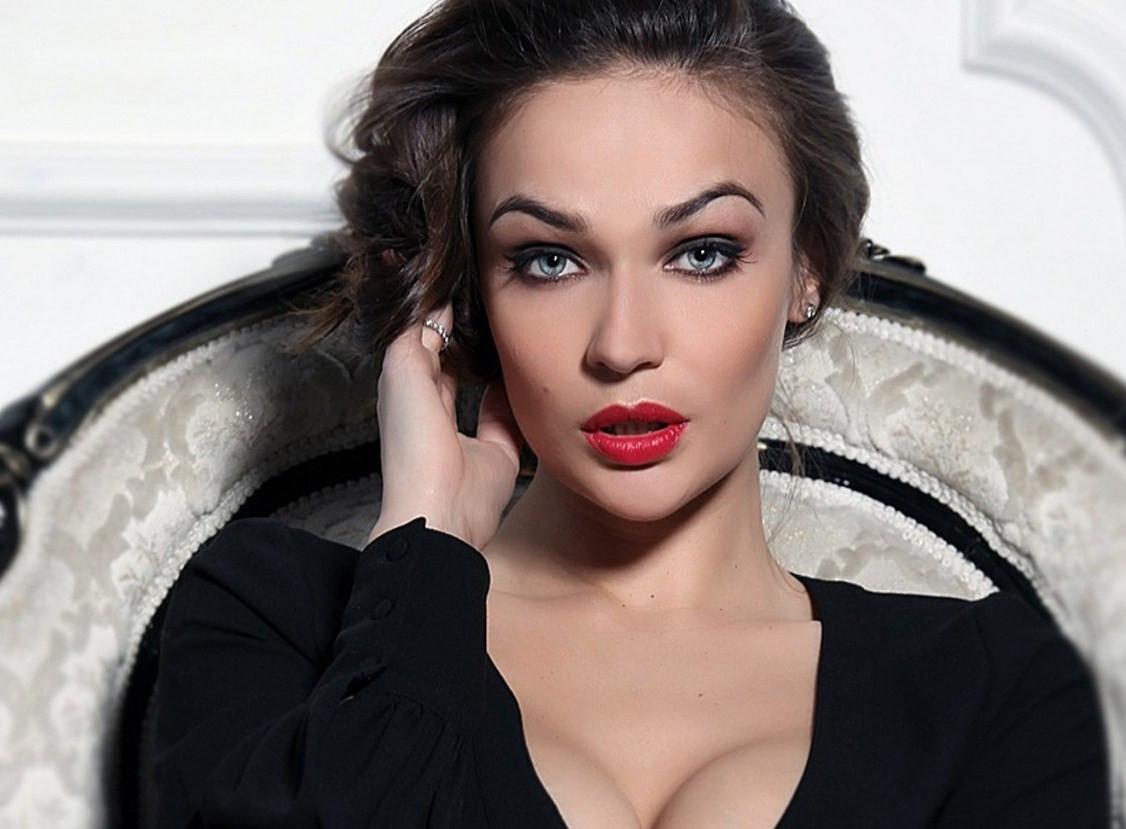 Алёна Водонаева пояснила  собственный  пост, из-за которого ее  заблокировала Вера Брежнева